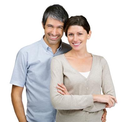 pareja-con-implantes-dentales